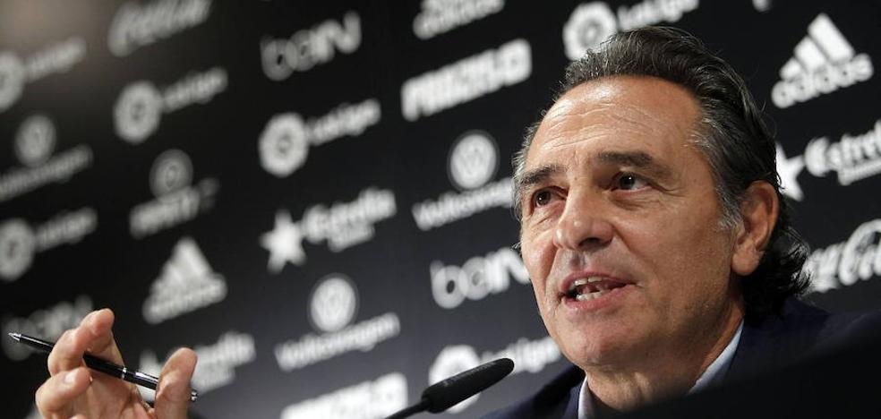 Cesare Prandelli pagará al Valencia por su espantada