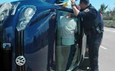 Rescate de una mujer atrapada tras volcar su coche en Vinaroz