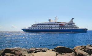 El crucero de lujo SeaDream I hace escala en Dénia
