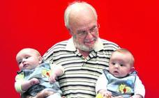 El hombre que donó 1.173 veces sangre y salvó a 2,4 millones de bebés