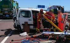Tres personas quedan atrapadas tras un accidente múltiple en la A-7 en Riba-roja