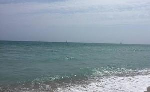 Valencia abre por primera vez un canal para practicar natación en la playa de la Malvarrosa