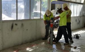 Comienzan las catas en el concesionario junto al Parque Central para determinar si el suelo está contaminado