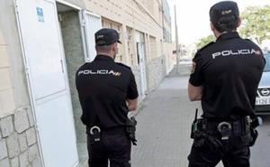 Agrede y amenaza con dos navajas a su mujer en Valencia porque le recriminó que fumara porros