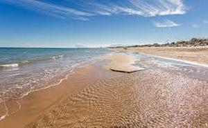 Ruta por las nuevas playas con bandera azul cerca de Valencia