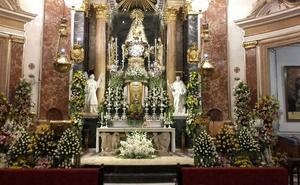 La Virgen de los Desamparados se despierta entre flores