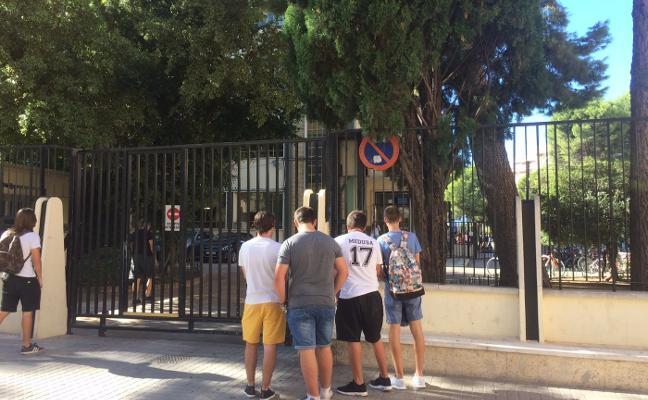 El Ampa del María Enríquez protesta ante Marzà por la falta de plazas en informática