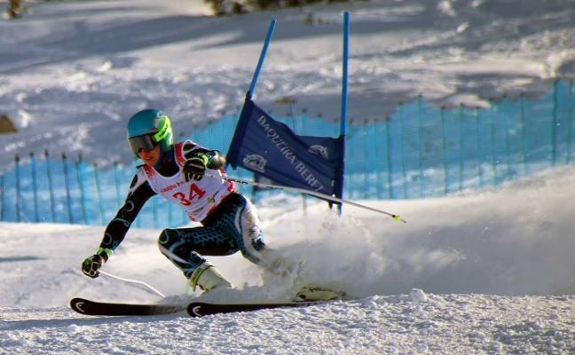 El fútbol tienta a la perla del esquí
