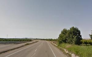 Fallece un hombre en Algemesí aplastado por segadora tras caer a una acequia
