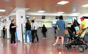 Pacientes y médicos contra el plan de Montón que impide elegir especialista y hospital