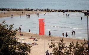 Se amplía al sur de Alicante el cierre de playas por la 'Carabela portuguesa'