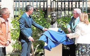 El Palacio Provincial acoge el busto del pintor Emilio Varela