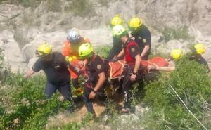 Rescatan a una joven que sufrió una lesión en las piernas cuando practicaba barranquismo