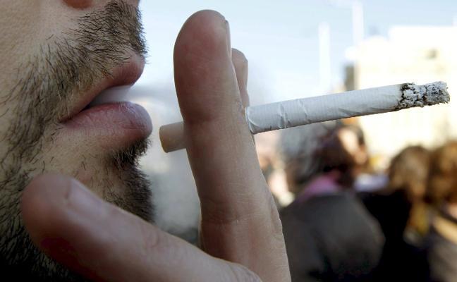 El 24% de los valencianos cree que se incumple el veto a fumar cerca de hospitales