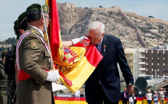 José Manuel García-Margallo jura bandera