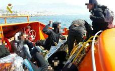 Rescatados 11 inmigrantes de una patera tras chocar con un velero frente a Altea