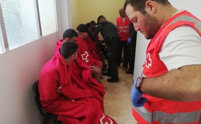 Interceptados 11 inmigrantes en aguas de Altea tras chocar su patera contra un velero
