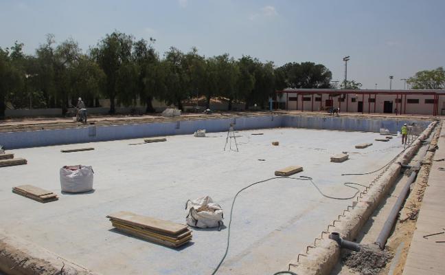 Manises retrasa la apertura de la piscina a julio por las obras
