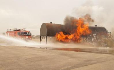 Simulacro en Manises: «No te alarmes si ves humo en el Aeropuerto de Valencia»