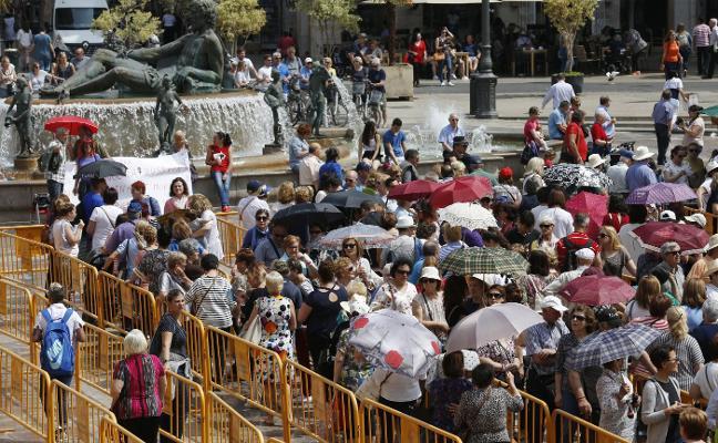 El Besamanos a la Virgen congregó a 30.000 fieles