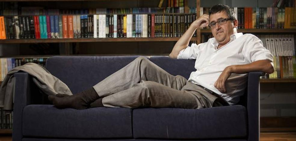 Ismael Grasa renueva los manuales de urbanidad