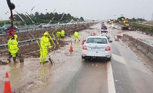 Trece kilómetros de cola en la A-3 sentido a Valencia por las fuertes tormentas