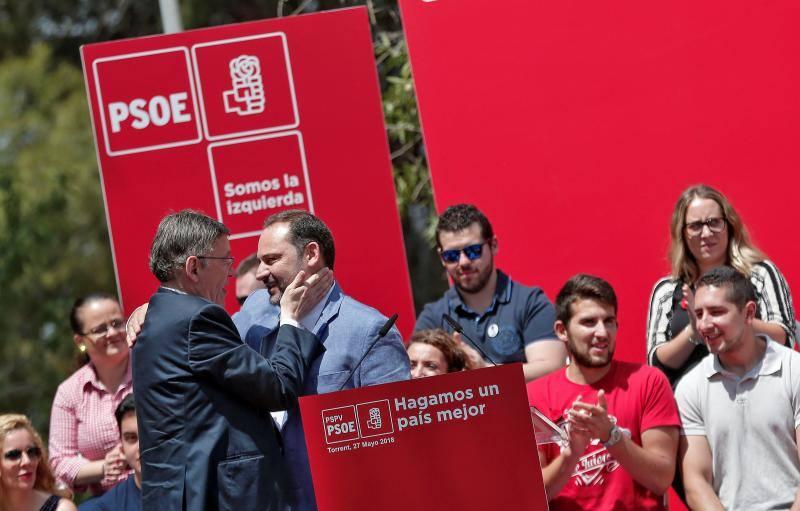 Fotos de la Fiesta de la Rosa de Torrent, con Ximo Puig (PSPV) y Ábalos (PSOE)