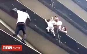 Un inmigrante maliense trepa cuatro pisos para salvar a un niño en París