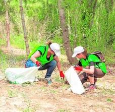 Más de 200 voluntarios recogen 170 kilos de residuos en el Turia