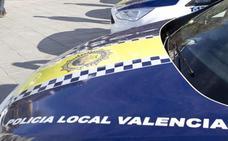 Persigue con el coche a su pareja por la acera y le agrede en plena calle en Valencia