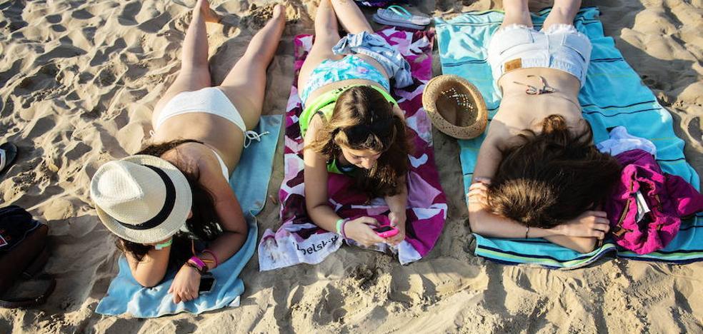 Trucos caseros para guardar tus pertenencias en la playa o piscina