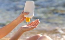 Cómo quitar las manchas de crema solar de la ropa