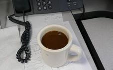 Por qué deberías dejar de utilizar las tazas de café de la oficina
