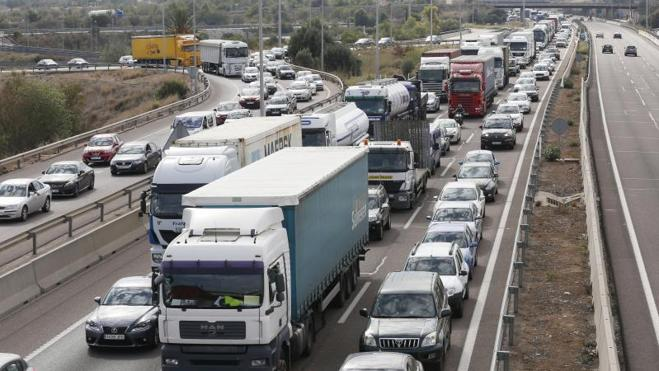 Atasco monumental en la A-7 tras un accidente en Museros