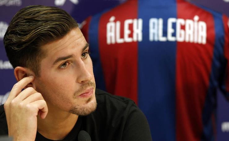 Fotos de la presentación del jugador del Levante UD, Álex Alegría