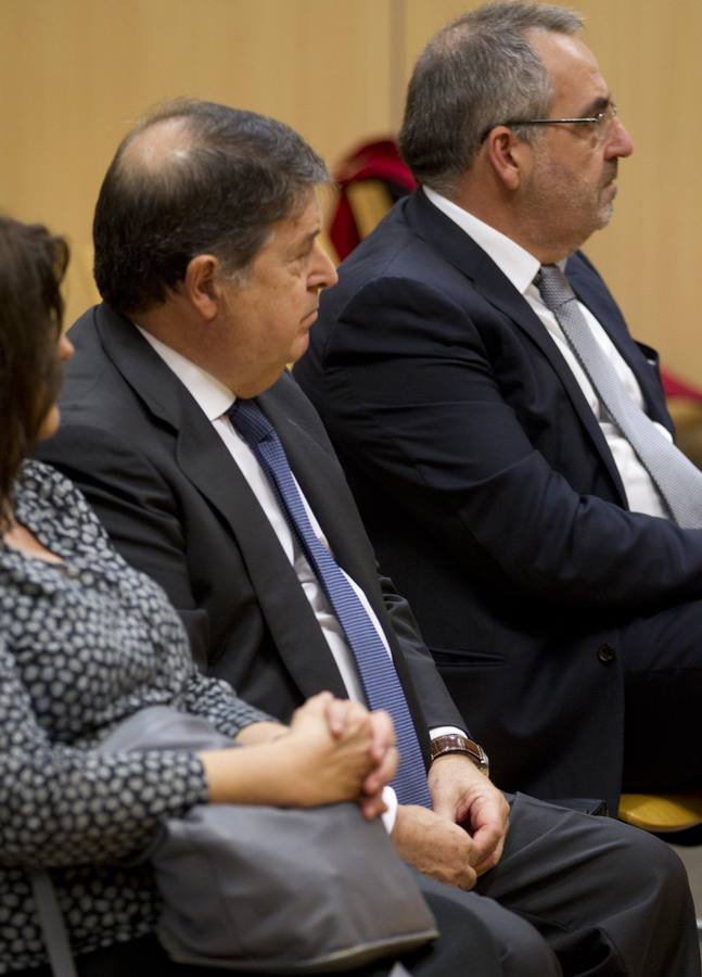 Juicio a Olivas y Cotino por fraude y falsedad documental