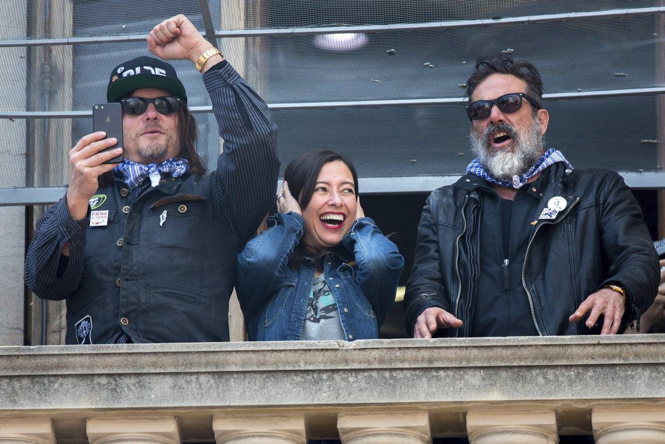 Los actores de Daryl y Negan, de 'The Walking Dead', en la mascletà de Valencia