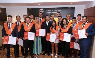 Murthy, con los universitarios de la Fundación