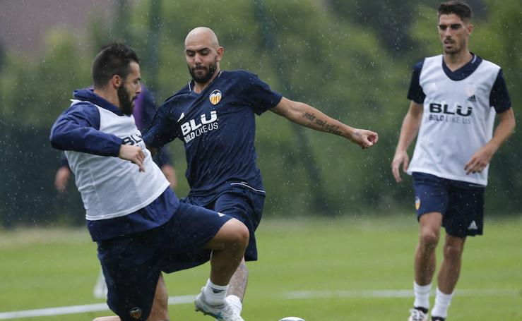 Fotos del entrenamiento del Valencia CF en Francia