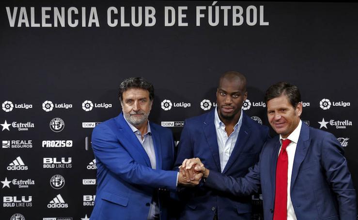 Fotos de la presentación de Geoffrey Kondogbia en el Valencia CF