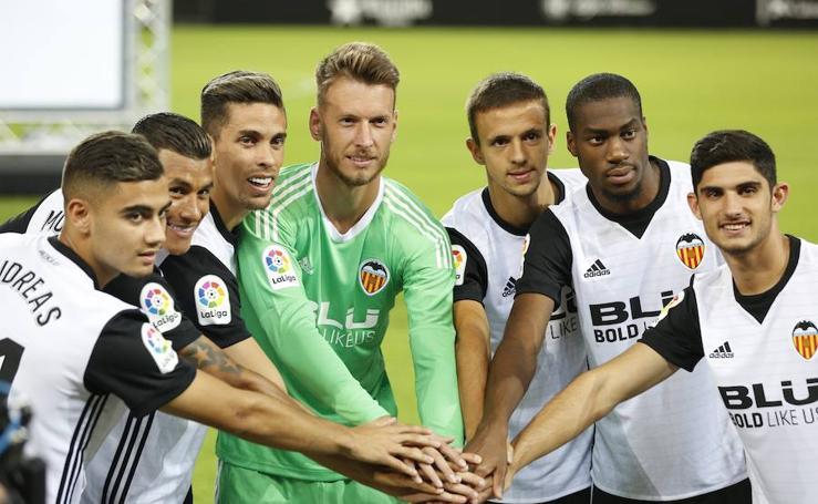 Fotos de la presentación de los fichajes del verano del Valencia CF