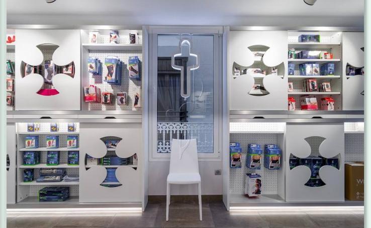 Fotos de la farmacia de Burriana Lloris González, premiada en Nueva York