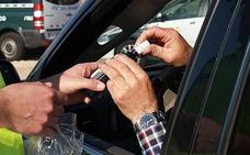 La DGT distribuye kits de control de alcohol y drogas entre policías locales valencianas