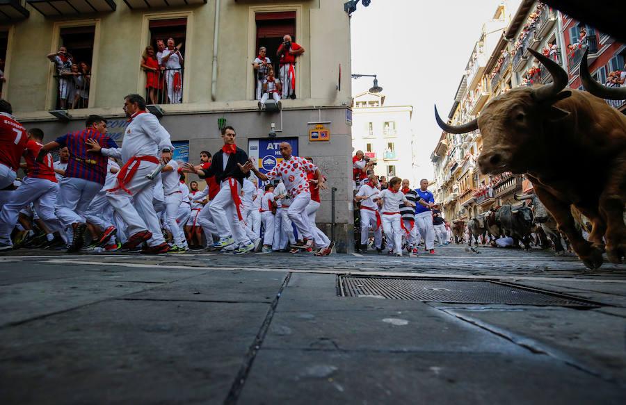 Fotos del primer encierro de San Fermín 2017 en Pamplona con Cebada Gago