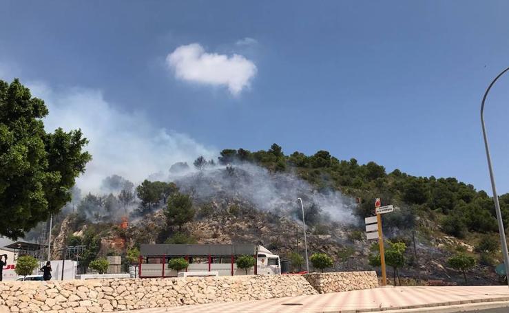 Fotos del incendio en Tavernes de la Valldigna