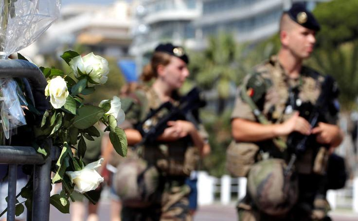 Un año después del mortífero atentado con camión, Niza no olvida