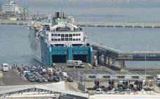 El Paso del Estrecho roza el millón de viajeros y vive su día más intenso