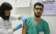 Sanidad tramita la adquisición de 750.000 vacunas para hacer frente a la gripe en invierno