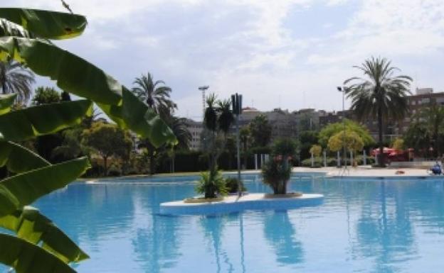 Las 7 piscinas municipales de valencia las provincias for Piscina del oeste valencia