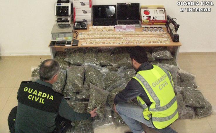Fotos de la droga incautada en Alicante por la Guardia Civil